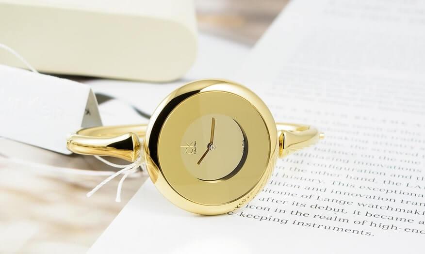đồng hồ nữ hot nhất hiện nay với thiết kế đơn giản, thanh lịch