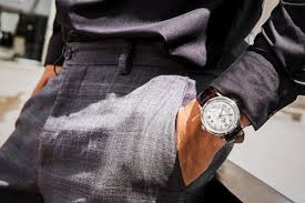 lựa chọn mặt đồng hồ đeo tay nam theo cổ tay