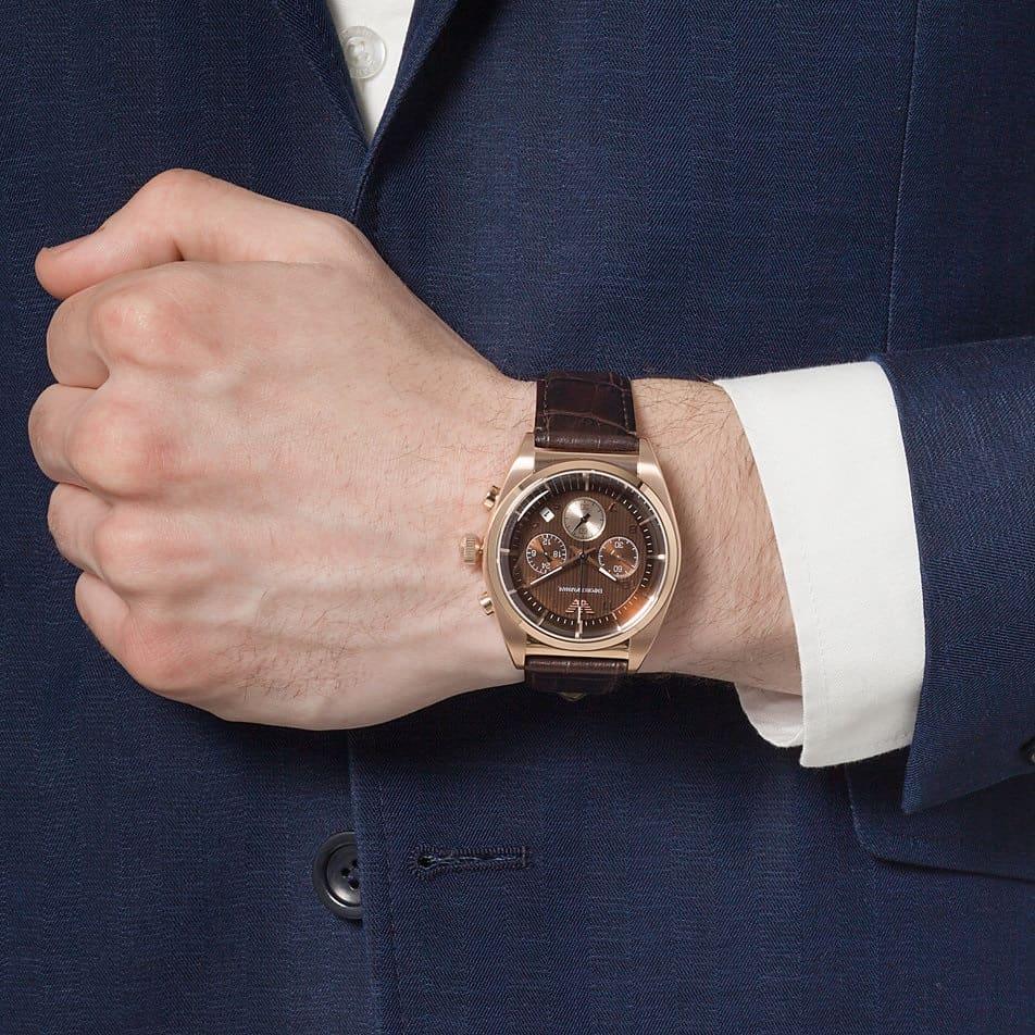 hướng dẫn đeo đồng hồ bằng dây da phù hợp với trang phục