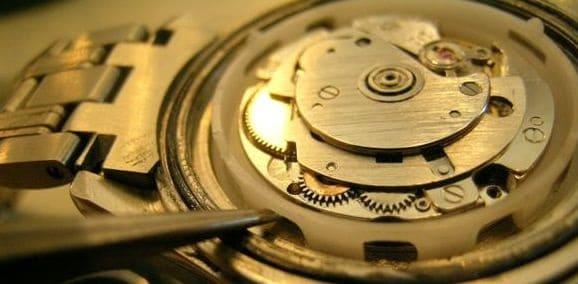 cách tháo đồng hồ đeo tay đơn giản