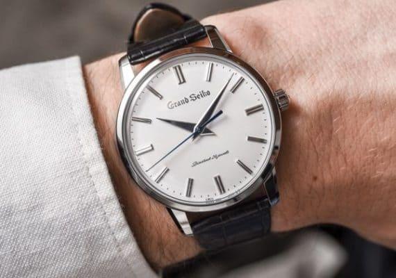 cách thay pin đồng hồ đeo tay