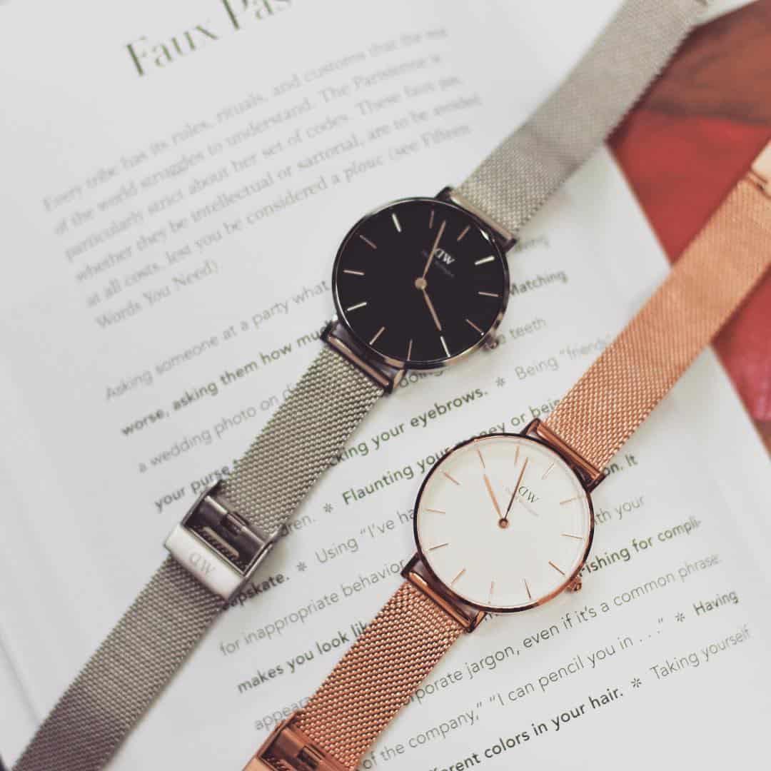 chỉ bạn cách đeo đồng hồ thương hiệu DW dây kim loại