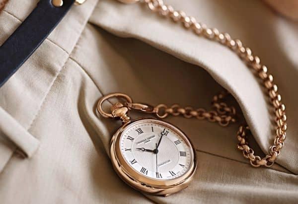 cách đeo đồng hồ quả quýt đúng cách hợp thời trang