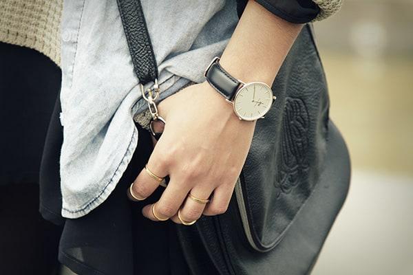 lựa chọn đồng hồ đeo tay phù họp dành cho bạn nam