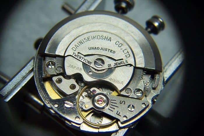 tháo đai đồng hồ