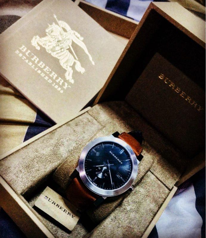 muôn vàn cách phân biệt đồng hồ thật giả từ hãng burberry