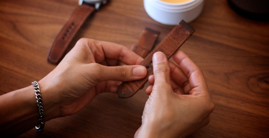 mẹo đơn giản giúp làm sạch dây da của đồng hồ