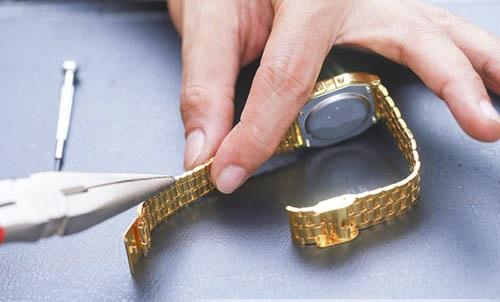 cách cắt dây đồng hồ kim loại chuẩn và đơn giản nhất