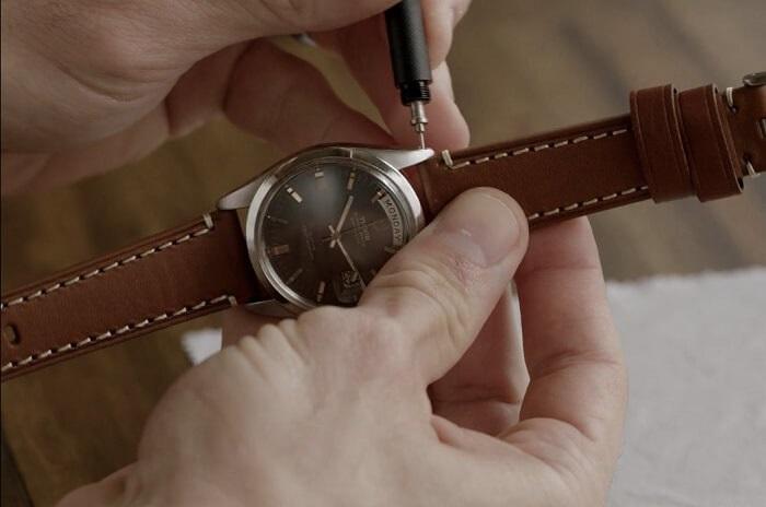 hướng dấn bạn cách thay dây cho đồng hồ đeo tay