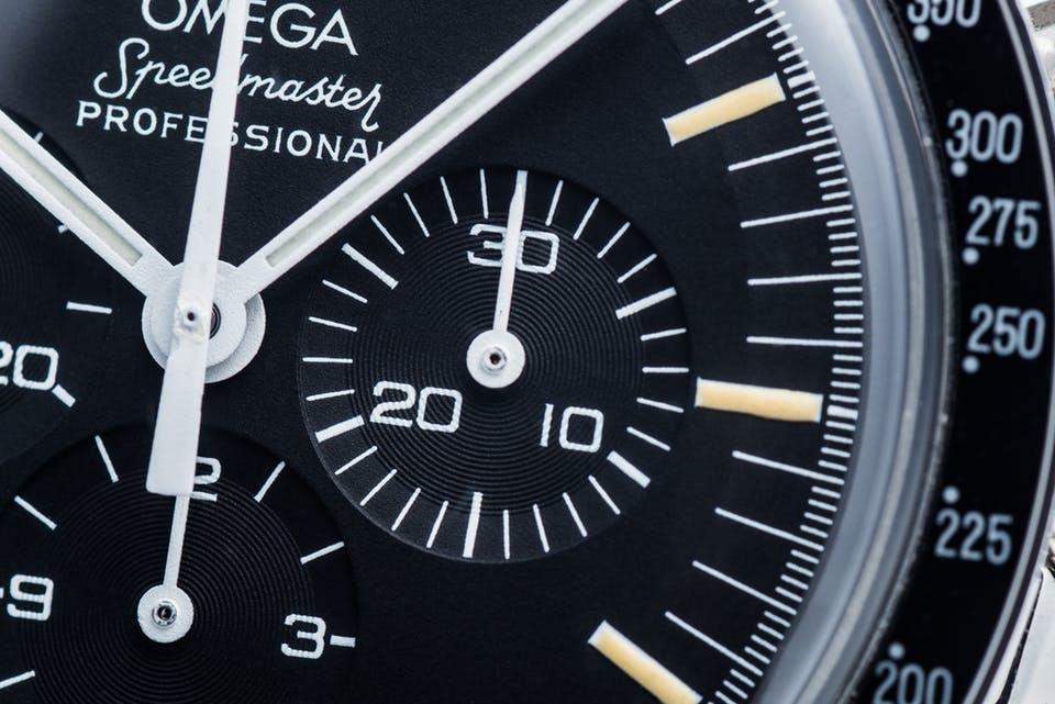 những mẹo nhỏ giúp bạn dễ dàng phân biệt được đồng hồ omega giả