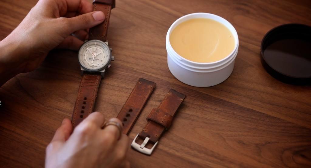 cách làm sạch dây da đồng hồ đúng cách