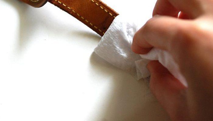 mách bạn cách làm vệ sinh cho dây da đồng hồ