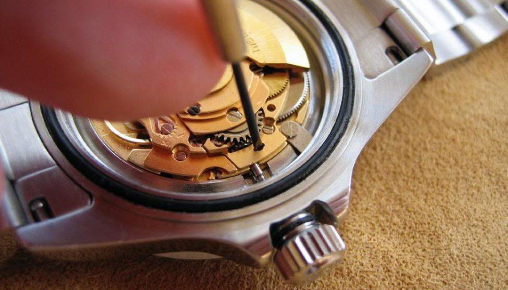 cách chỉnh giờ đồng hồ cơ automatic