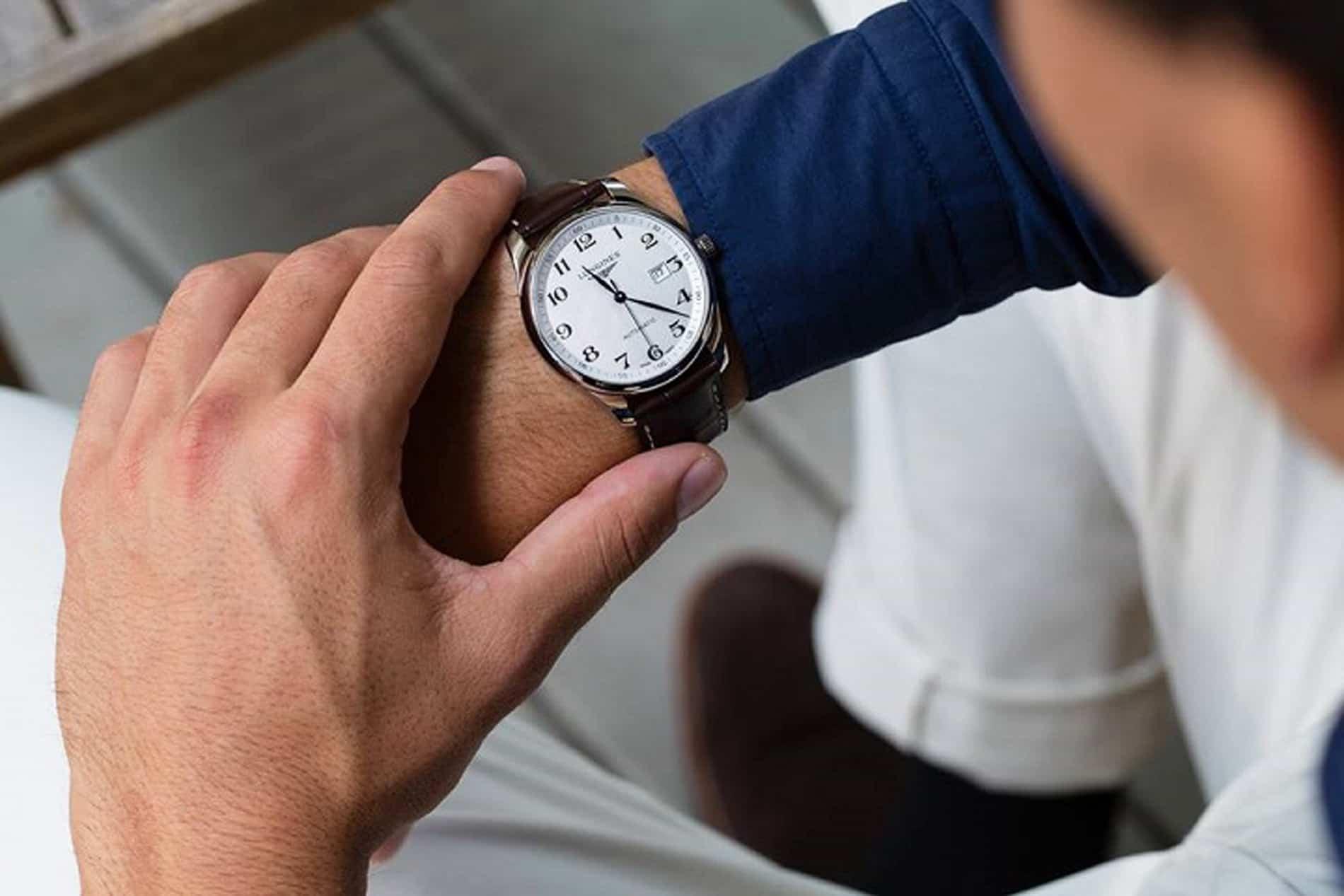 chỉnh cho đồng hồ cơ không chạy sai giờ