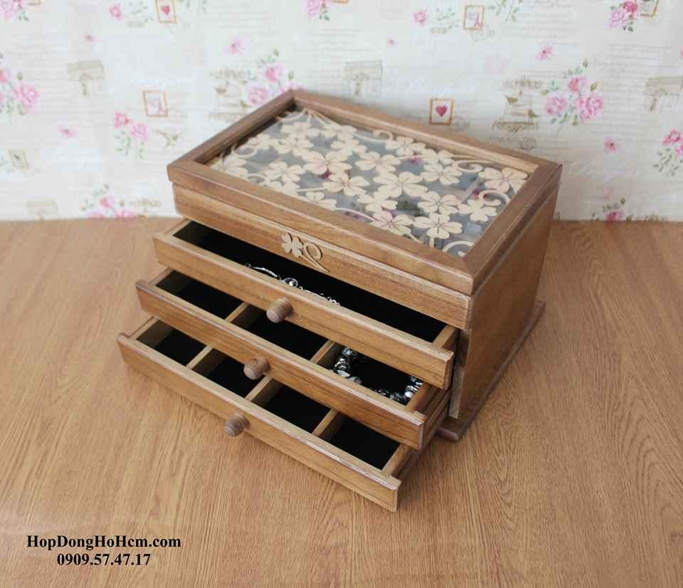 shop bán hộp đựng trang sức chất liệu bằng gỗ